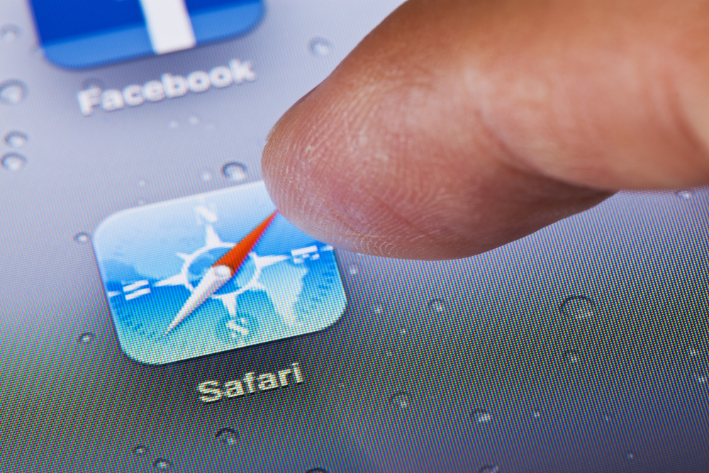 safari icon finger on phone